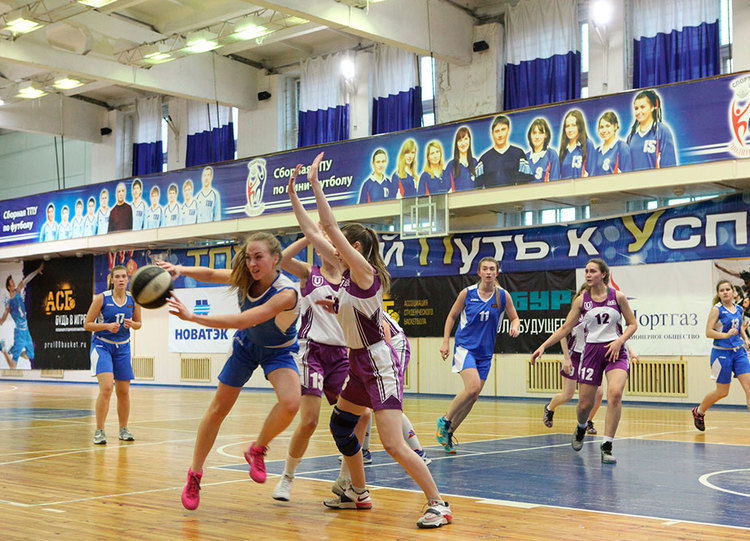 Студенческая сборная ТУСУРа – нагородском чемпионате побаскетболу